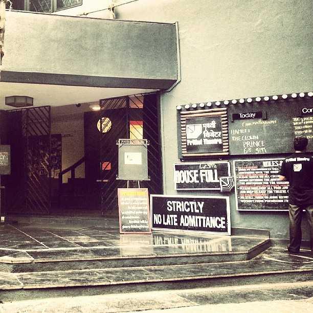 romantic places in mumbai, prithvi theatre