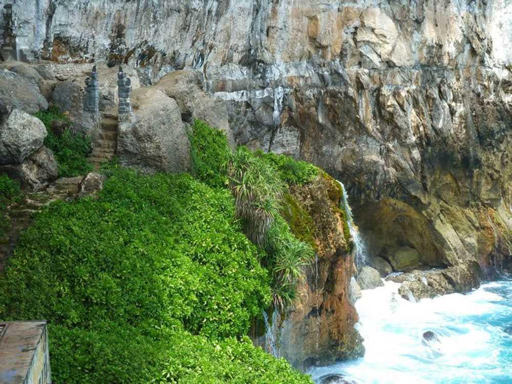Peguyangan Waterfall Nuse Penida Bali
