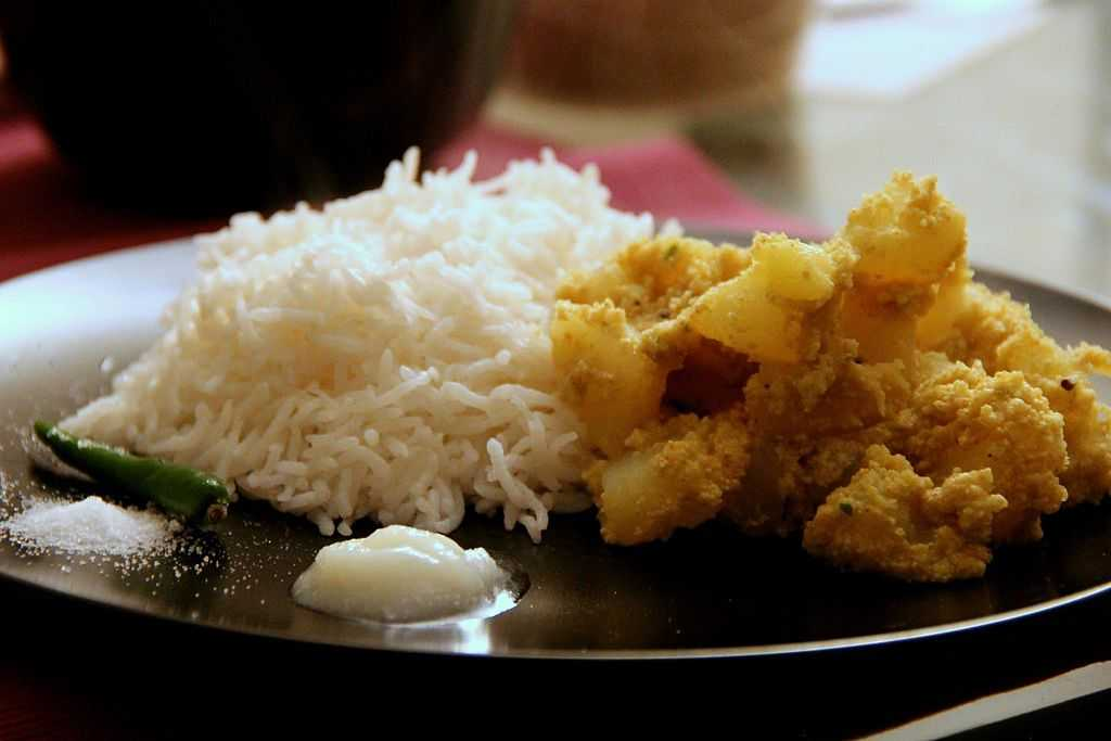 15 Dishes of West Bengal - Bengali Food That You Must Try!
