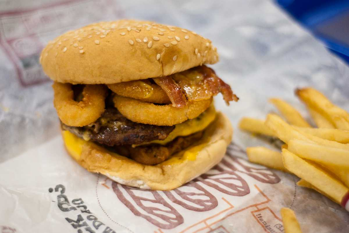 Avoid Fast Food, Tips to Maintain a Healthy Diet while Travelling