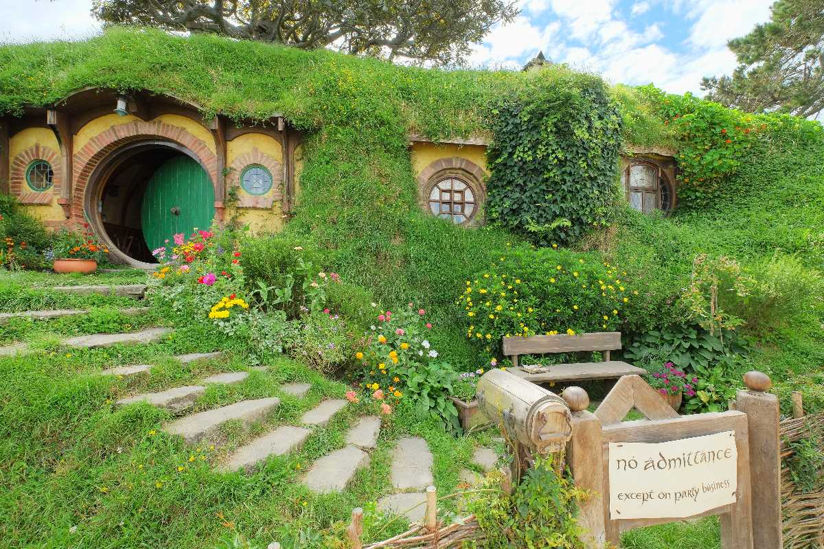 Hobbiton Movie Set, Bag End with party sign