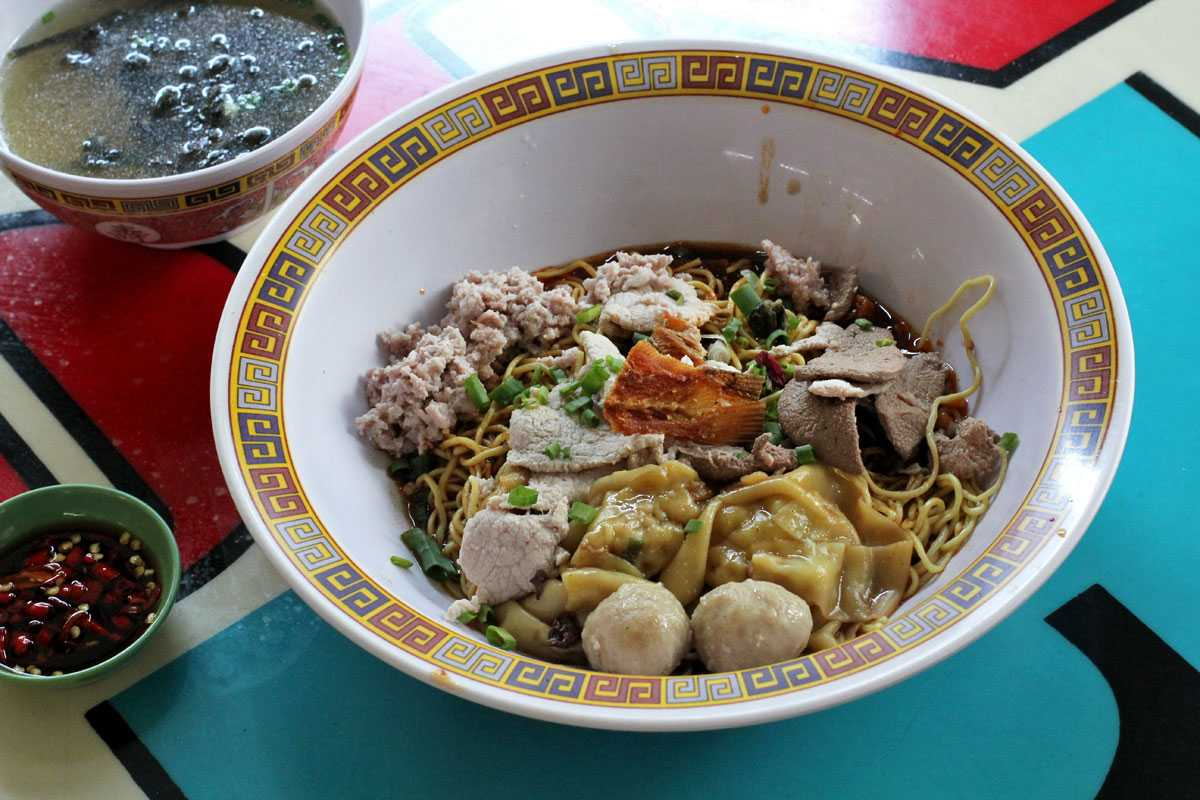 Bak Chor Mee, Food and drinks in Singapore