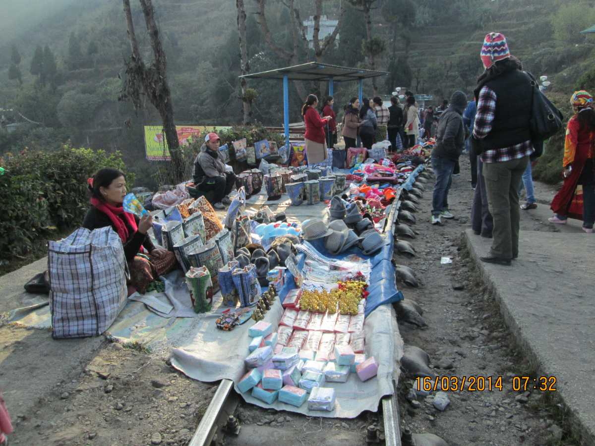 Batasia Loop Market,  Shopping in Darjeeling