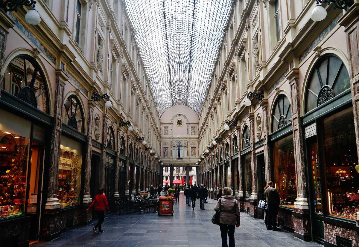 Royal Gallery of Saint Hubert, Shopping near Manneken Pis