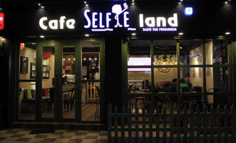 Café Selfie Land, Cafes in Raipur.