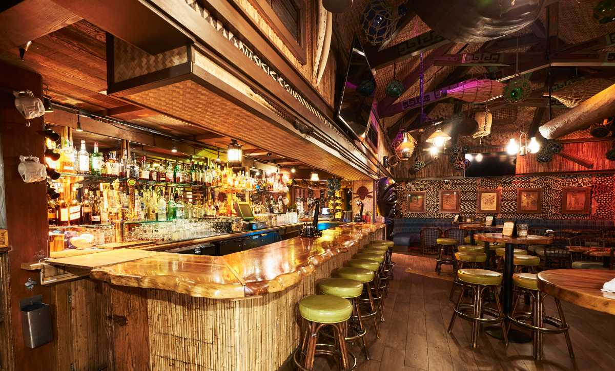 The Mai-tai lounge in Trader's Vic, Vegetarian food in Seychelles