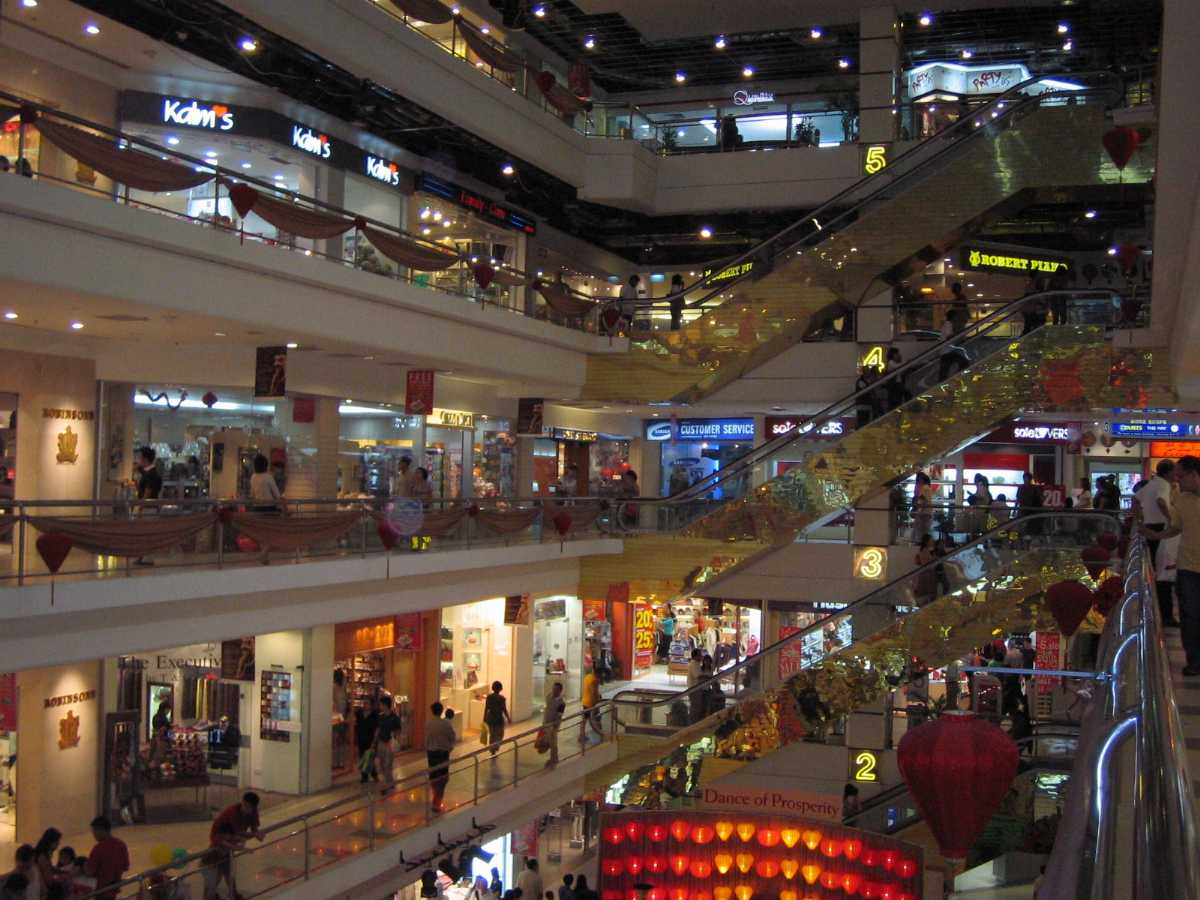 Mustafa Centre, Cheap Shopping in Singapore