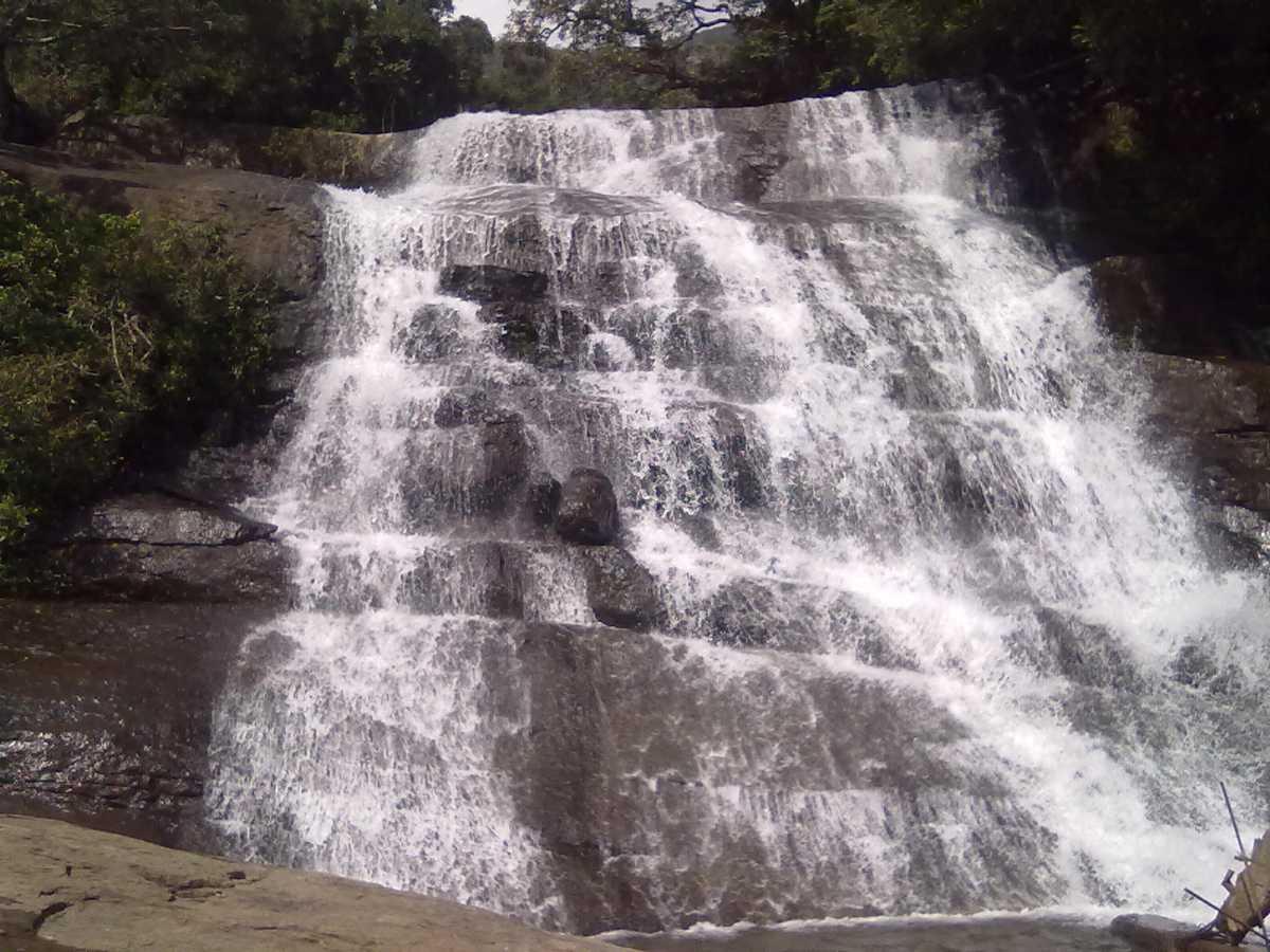 Chinna Suruli Falls