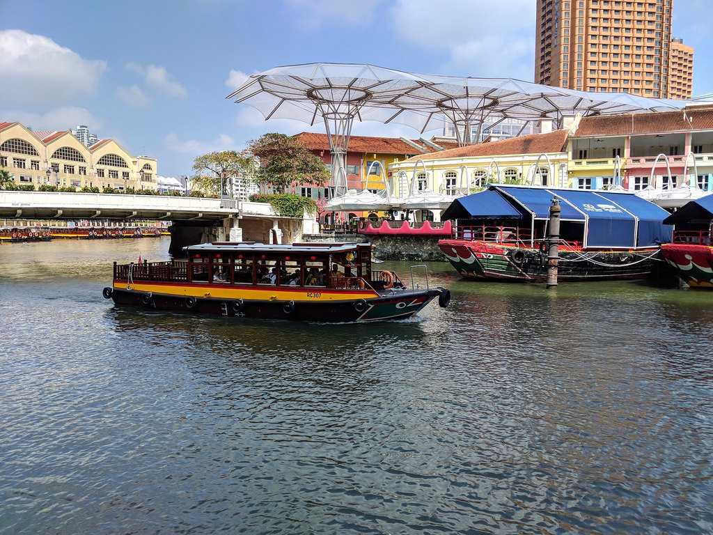 Romantic Places in Singapore, Sightseeing Boat