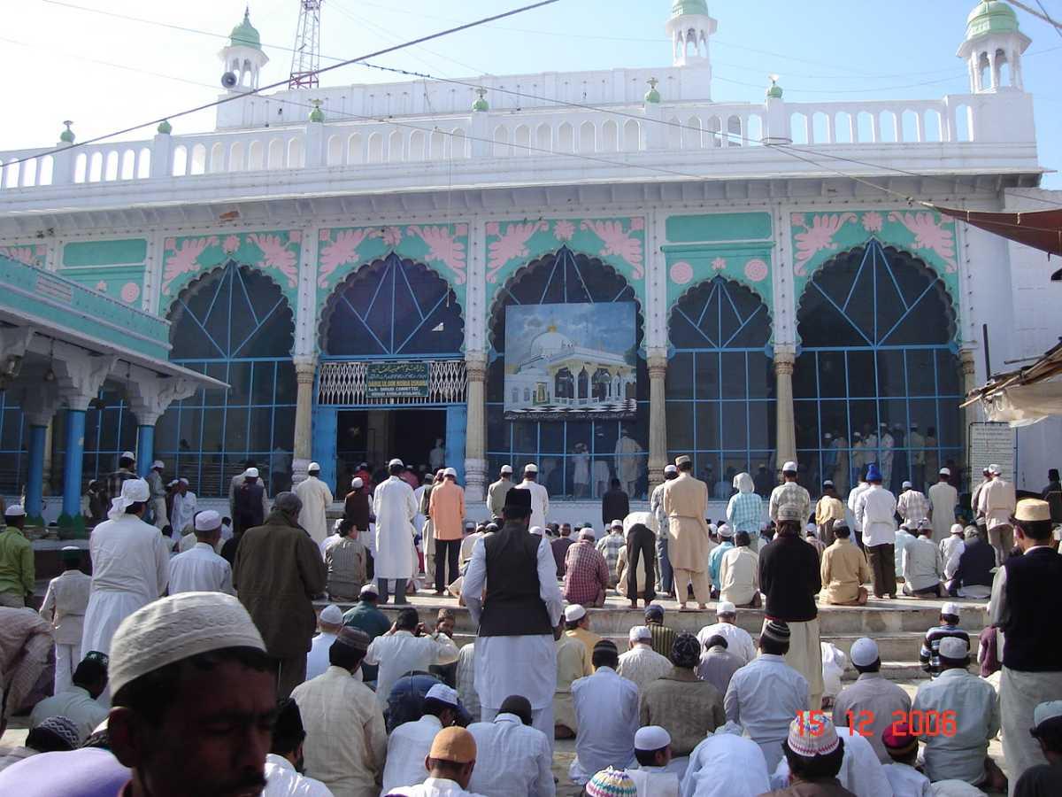 People performing prayer at Khwaja Gharib Nawaz shrine