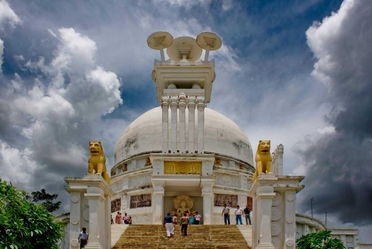 Dhauli Giri Shanti Stupa