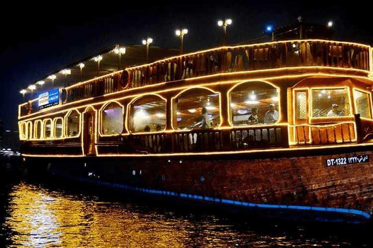 Dhow Cruise, Nightlife in Dubai