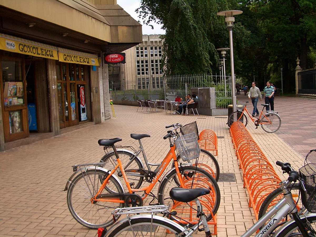 Tourist bikes, Commuting within Praslin