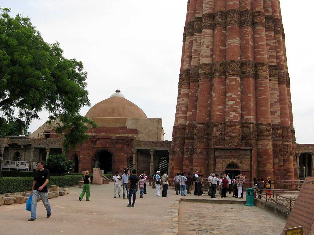 How to Reach Qutub Minar