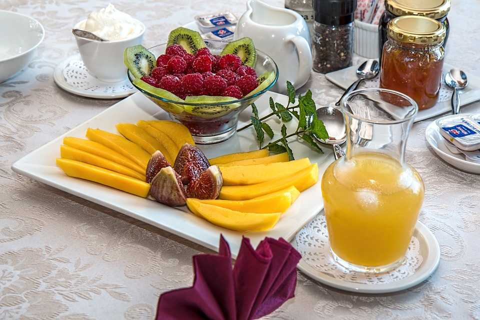 Fresh Fruits and Yoghurt, Tips to Maintain a Healthy Diet while Travelling