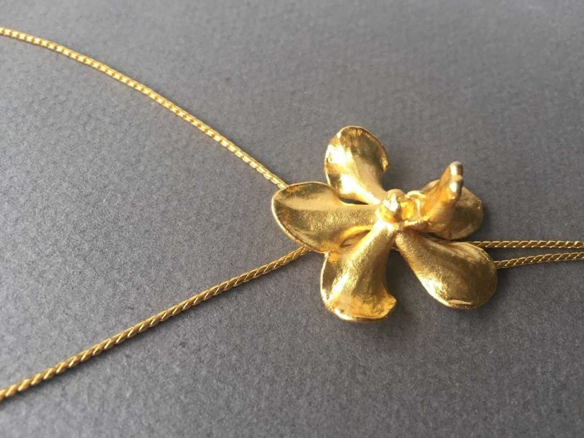 Gold plated orchid, What to buy in Singapore
