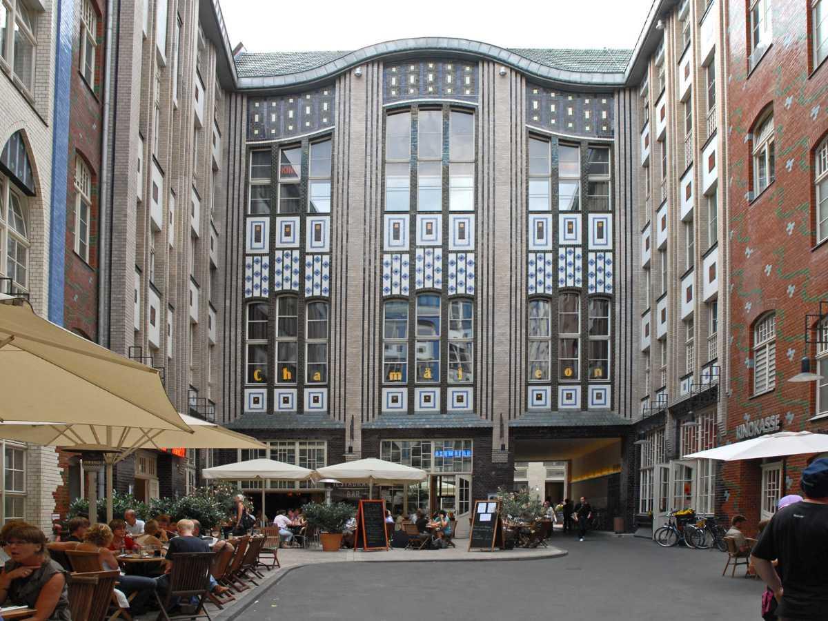 Hackescher Hof, Sightseeing around the TV Tower