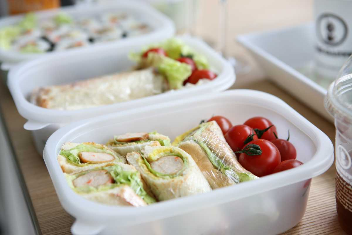 Healthy Snack Box, Tips to Maintain a Healthy Diet while Travelling