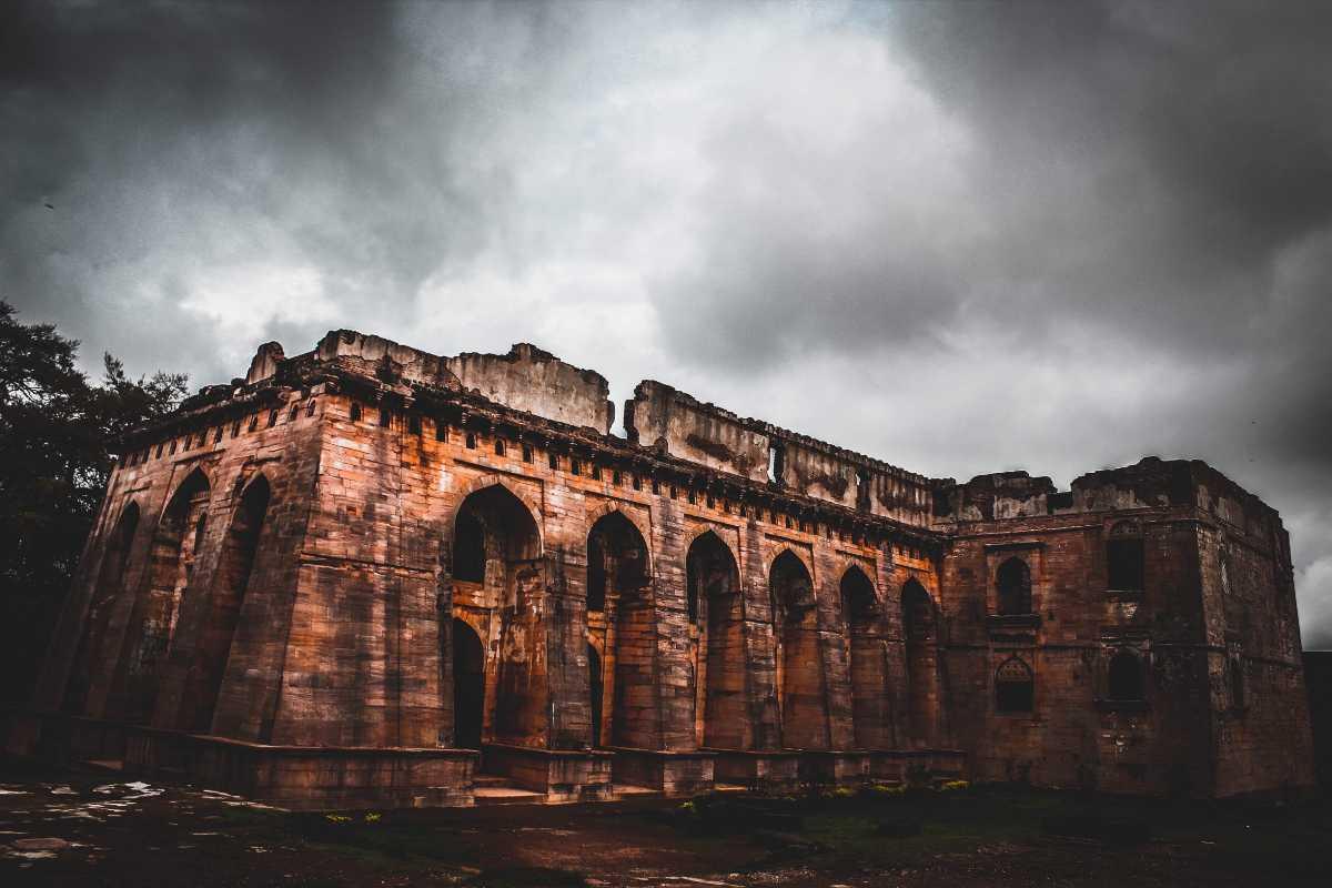 Hindola mahal mandu hindola mahal timings history images