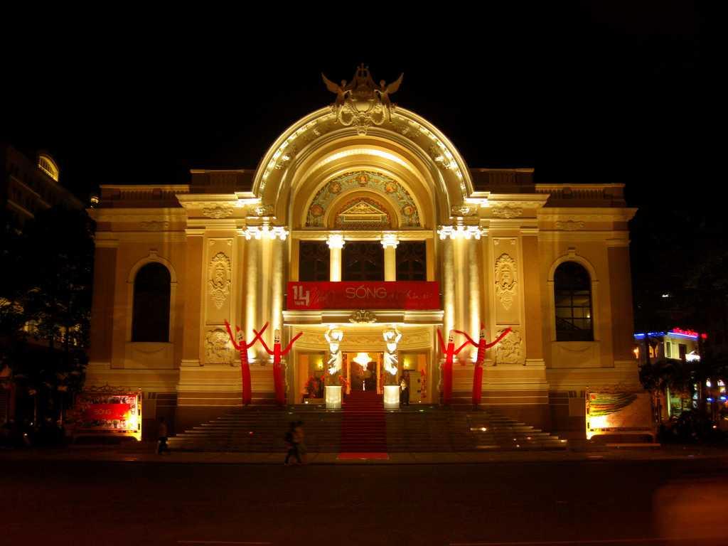 Saigon Opera House, Nightlife in Ho Chi Minh