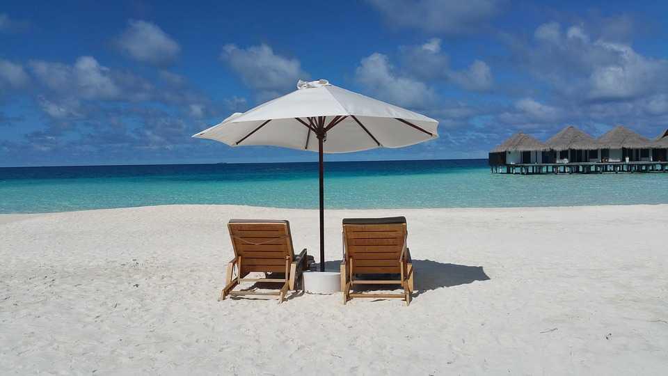 Bora Bora Vs Maldives Which Is Your Honeymoon Island Retreat