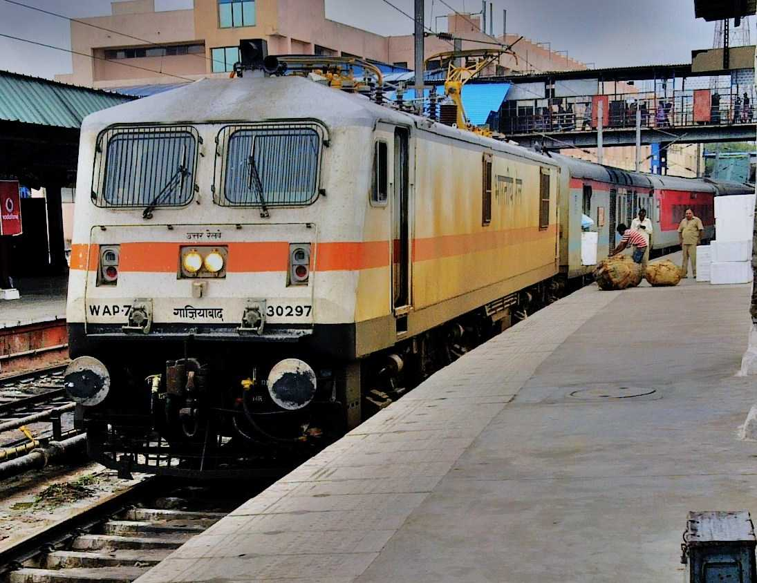 Howrah Rajdhani, ten superfast trains in India