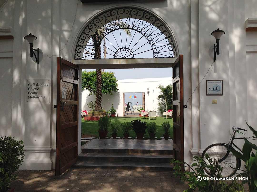 cafes in pondicherry, cafe de flore