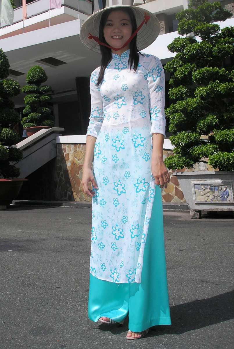 Traditional Dress in Vietnam, Non La, Ao Dai