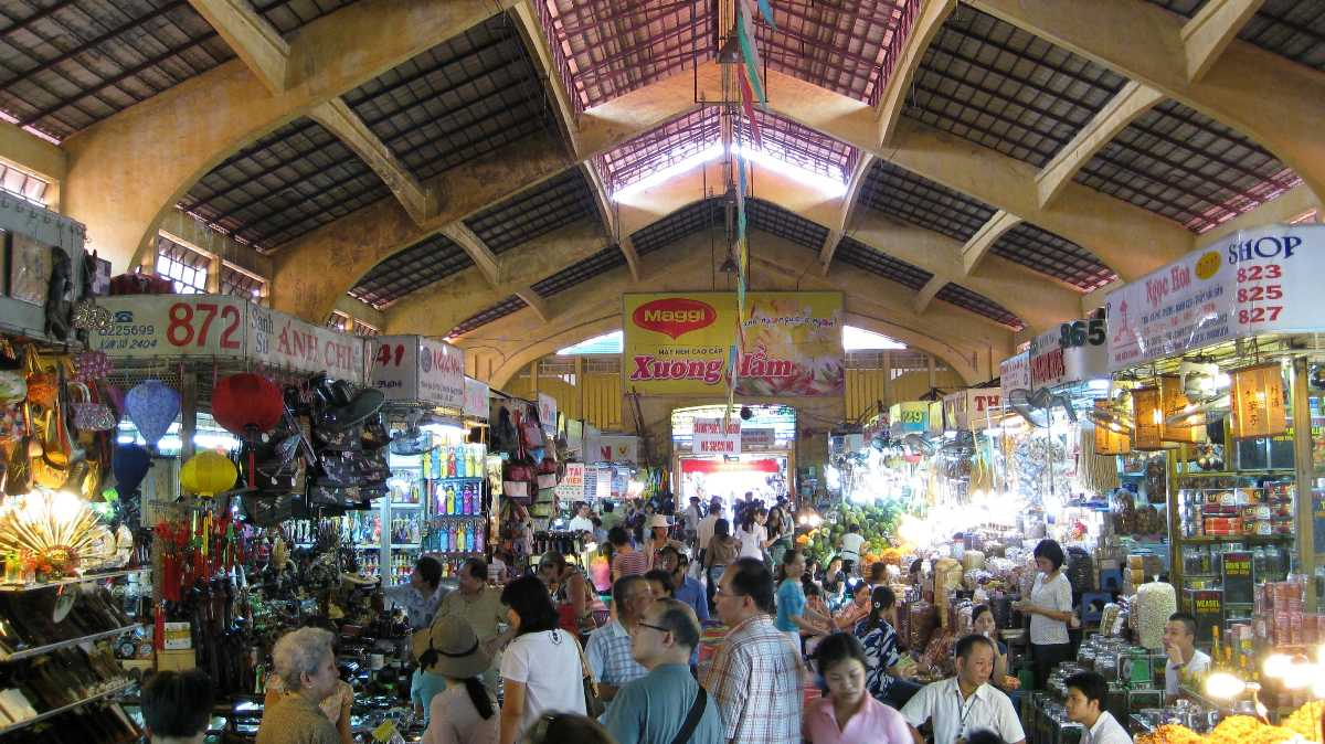 Crowds at Ben Thanh Market