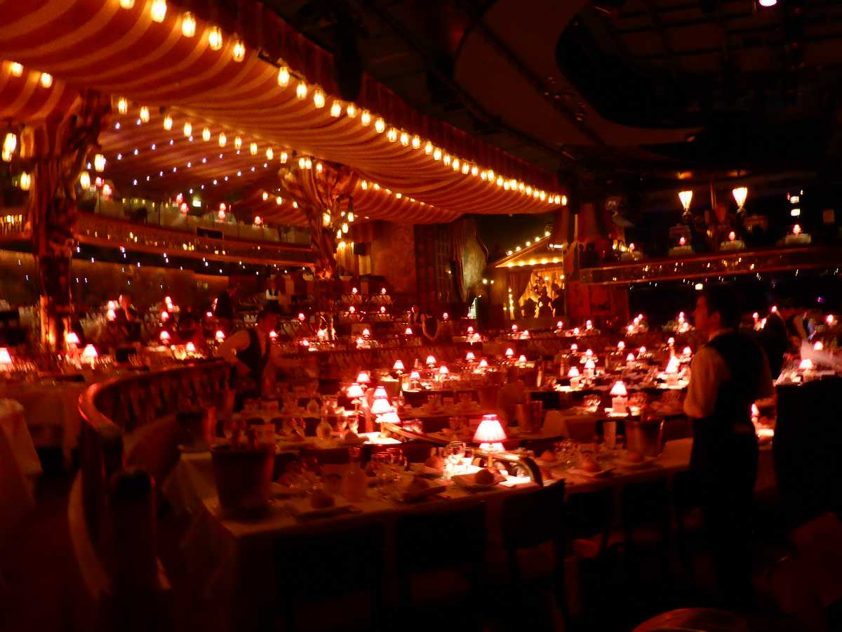 Moulin Rouge VIP Show Tables