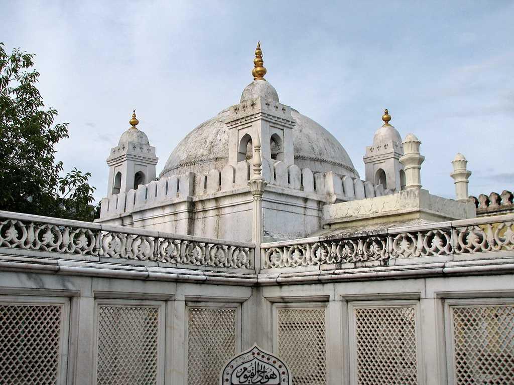 Zainuddin Shirazi Dargah at Khuldabad