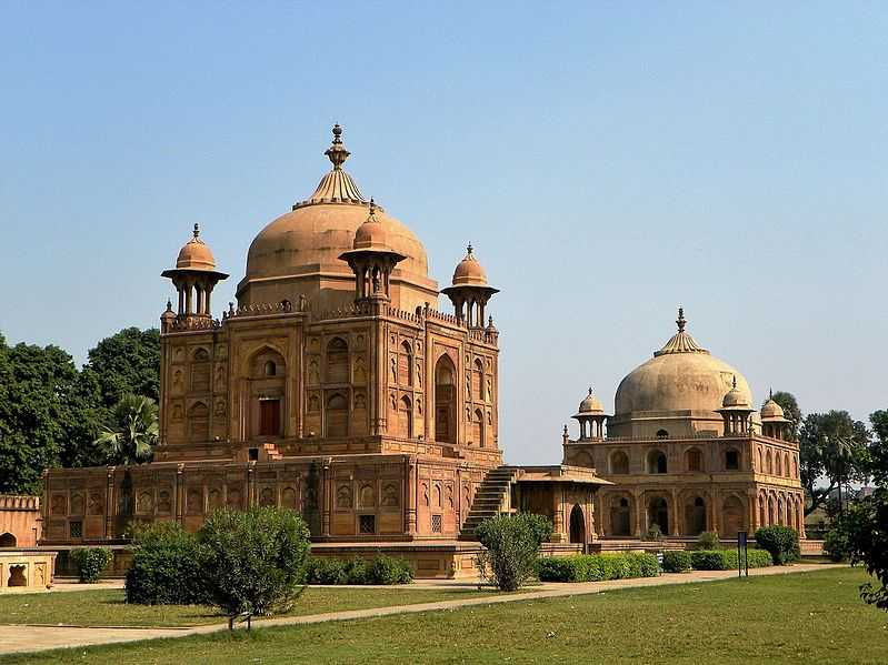 Khusro Bagh, Fun things to do in Allahabad after you've done visiting the Kumbh!