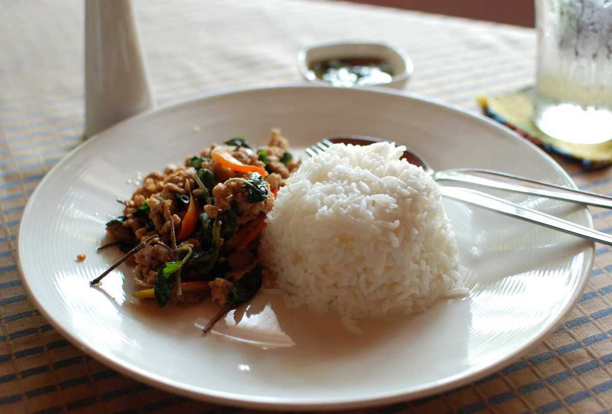 Phat Kaphrao Khai is the Chicken Version of Phat Kraphao, a Good Choice for Halal Food in Thailand