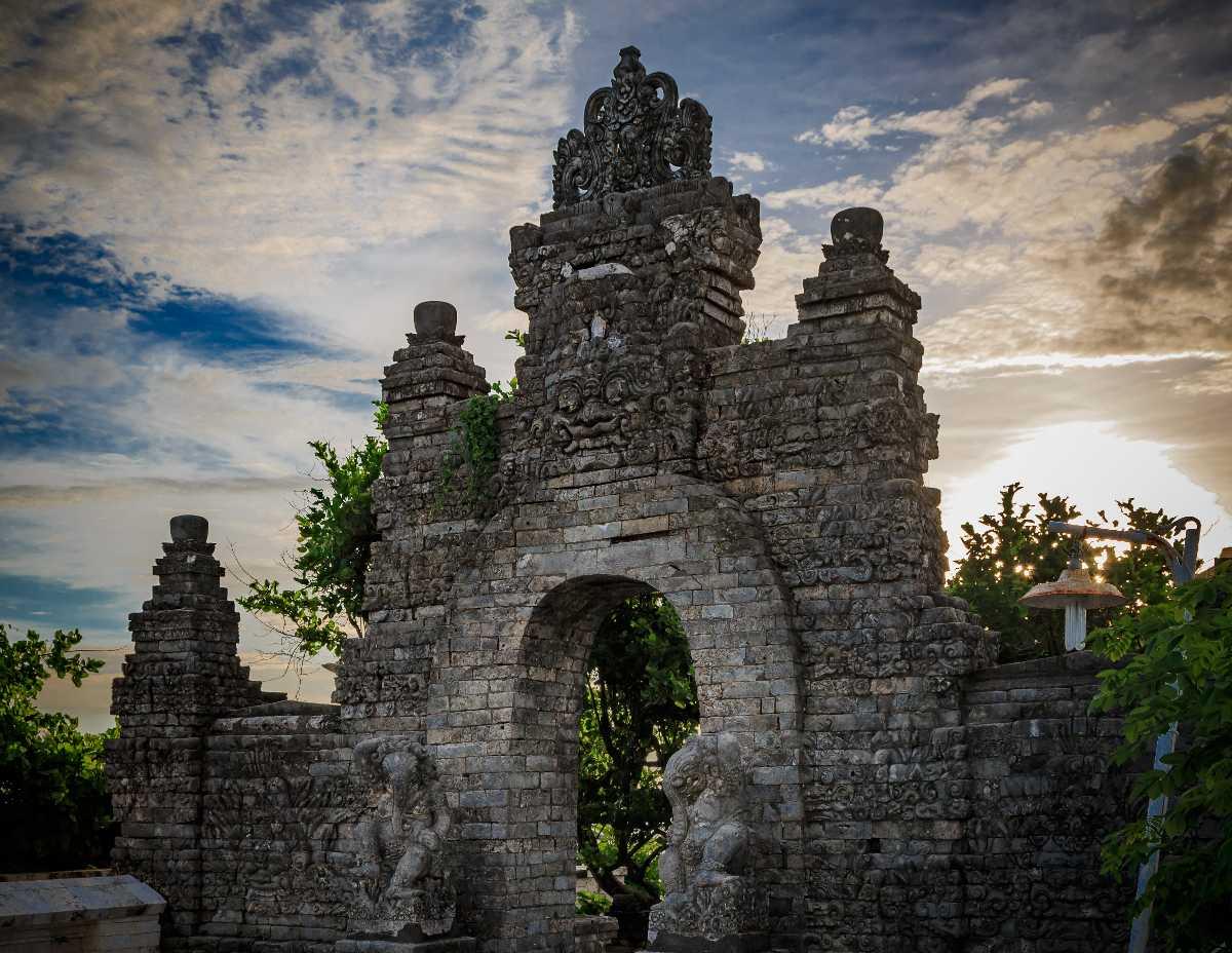 Pura Luhur Uluwatu, Balinese Temple With Best Galungan Celebrations