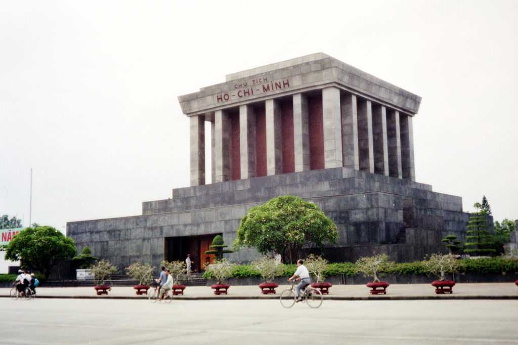 Free Things to Do in Hanoi, Ho Chi Minh Mausoleum