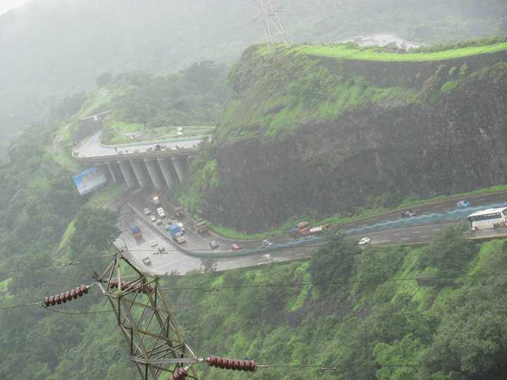 Mist over Mumbai-Pune highway