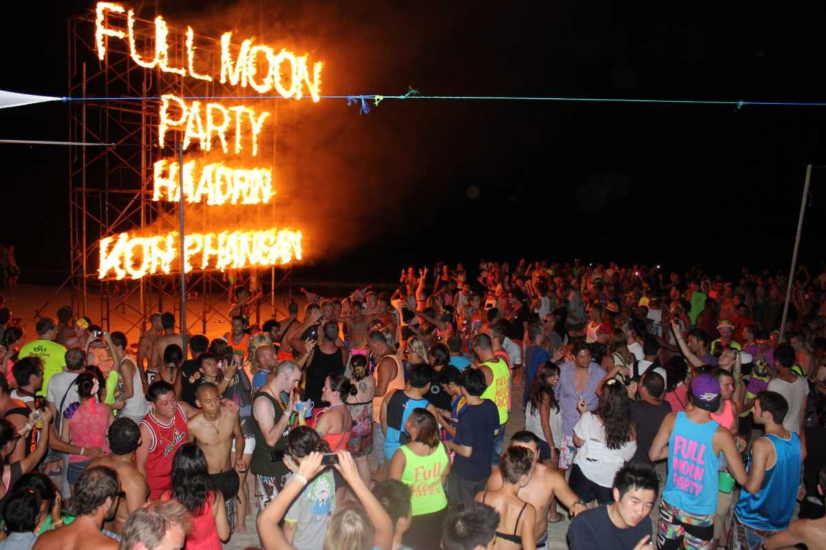 Full moon parties, Islands near Koh Tao