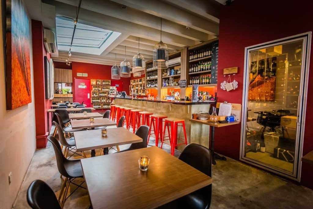 Praelum Wine Bistro, Singapore Bars