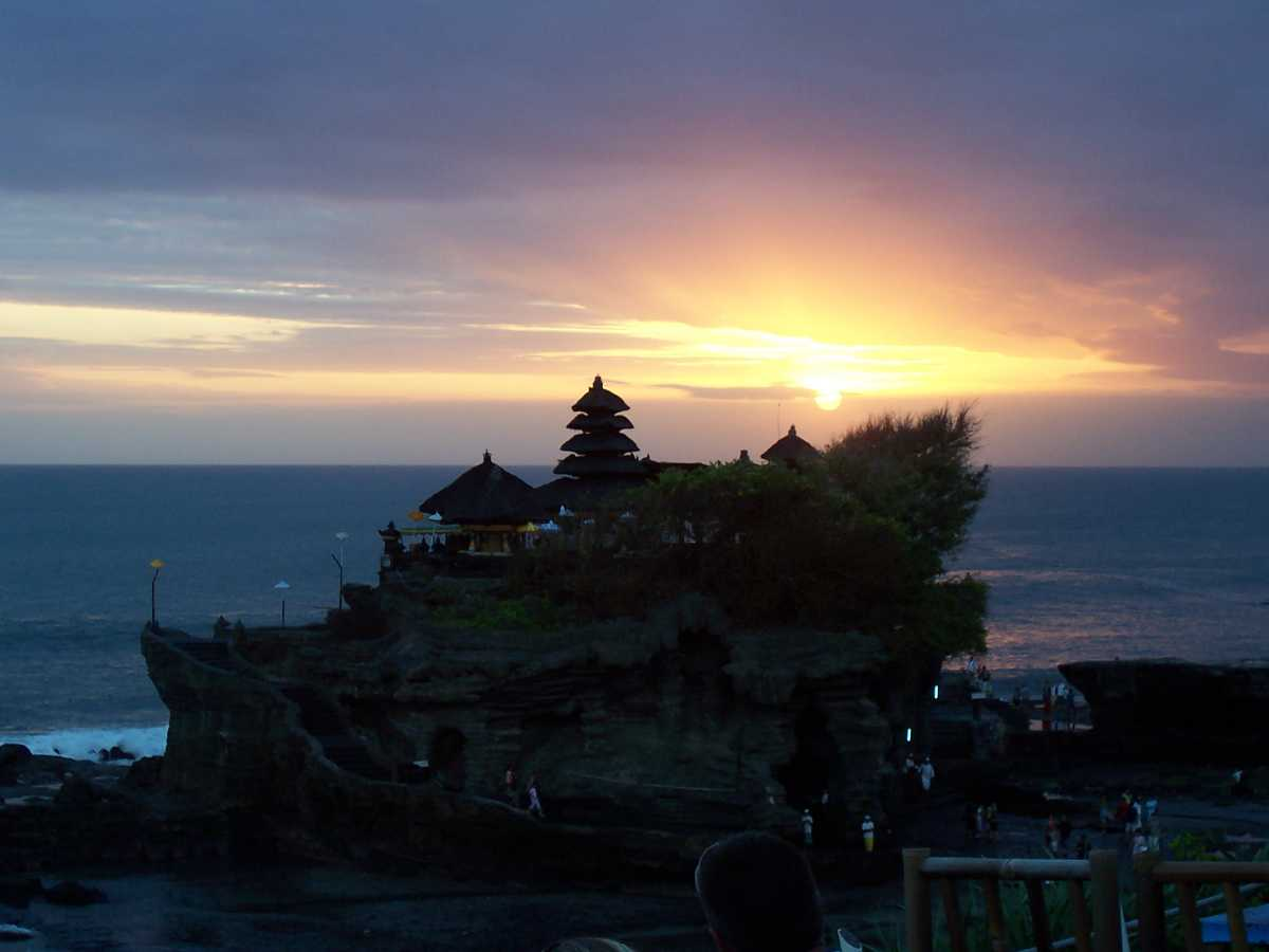 Tanah lot, Sunset in Bali Indonesia