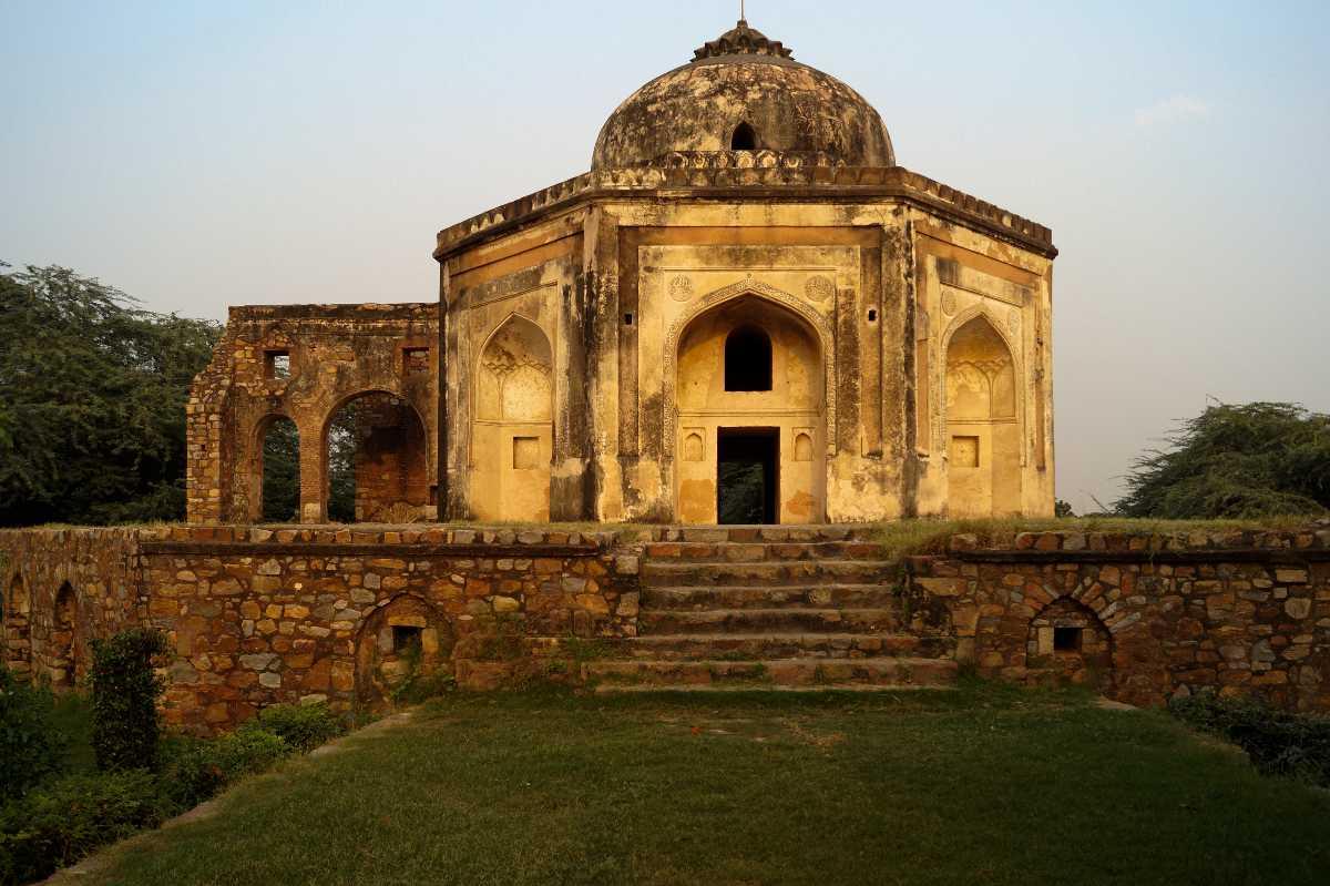 Quli Khan Tomb