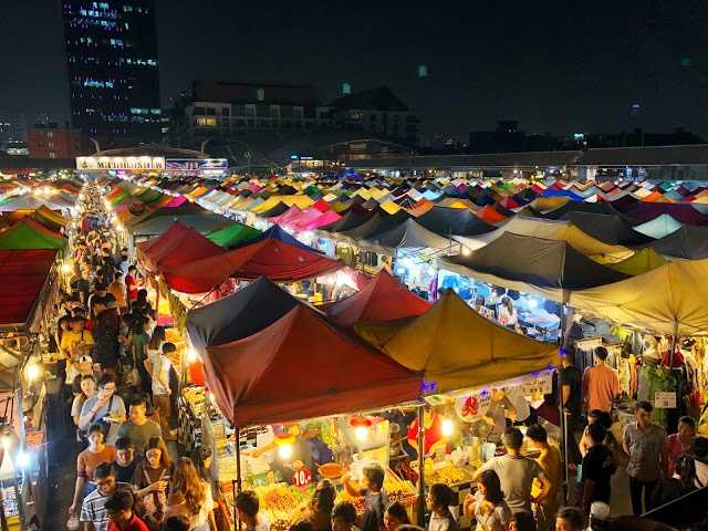 Rod Fai Train Night Market Srinakarin Bangkok Thailand