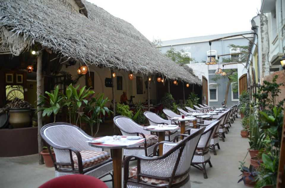 cafes in pondicherry, rendezvous cafe