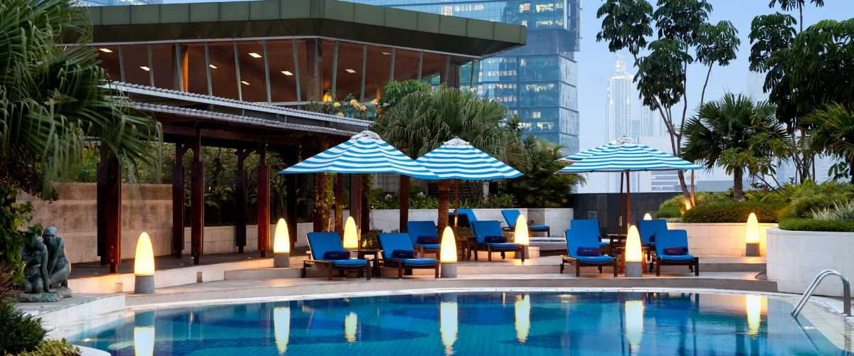 Sky Pool Bar Cafe, Rooftop Bars in Jakarta