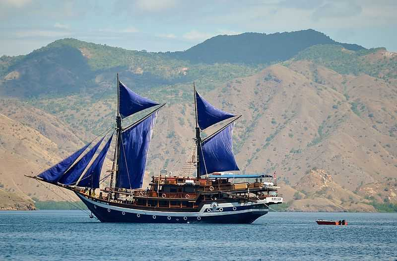 Sailing through the Komodo Islands, Most Luxurious Experiences around the World