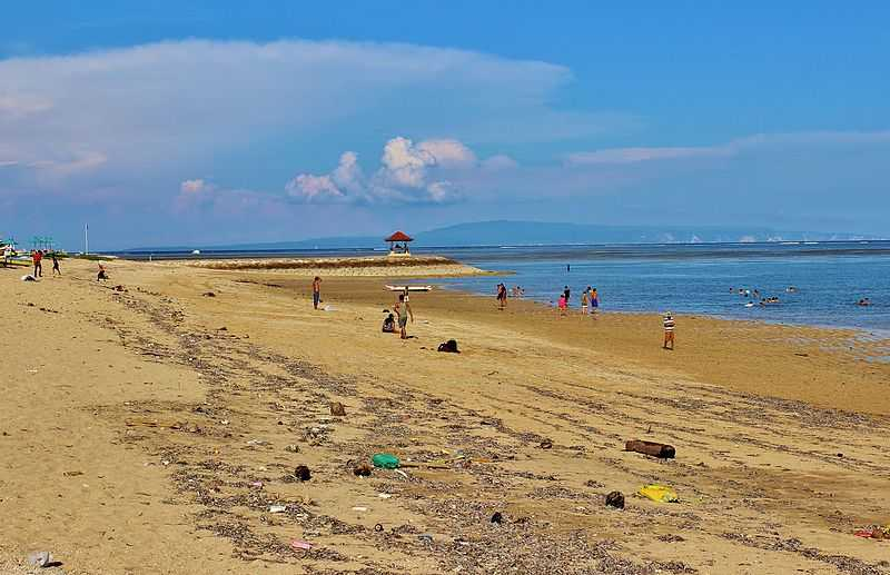We went to Sanur beach for a relaxing evening stroll on the third day of our trip!