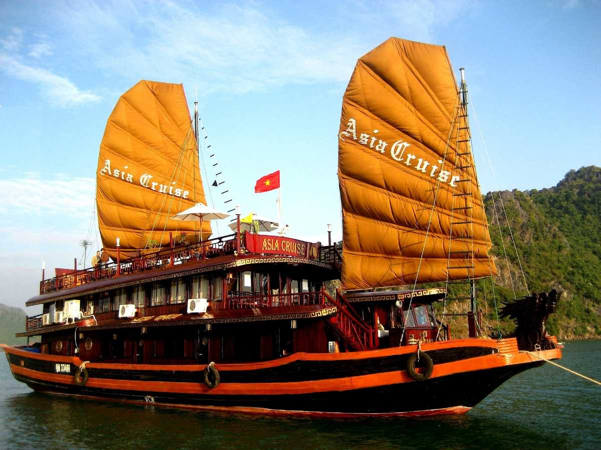 Ship Safari through the Halong Bay, Most Luxurious Experiences Around The World