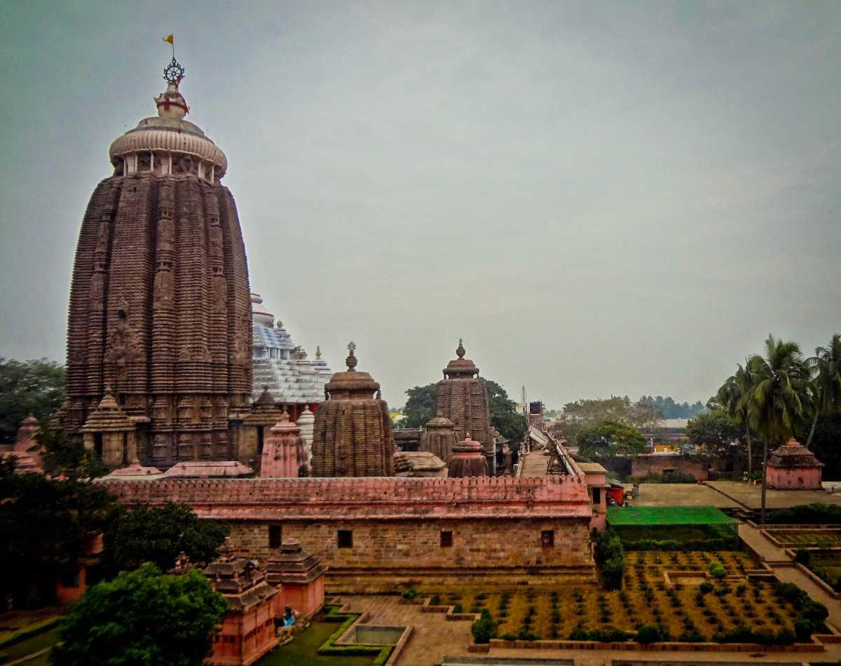 Hyderabad to Puri