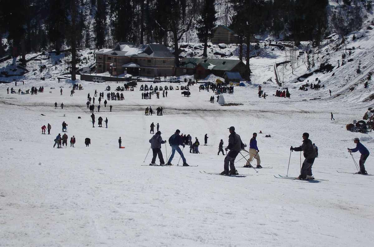 Skiing, camping in manali
