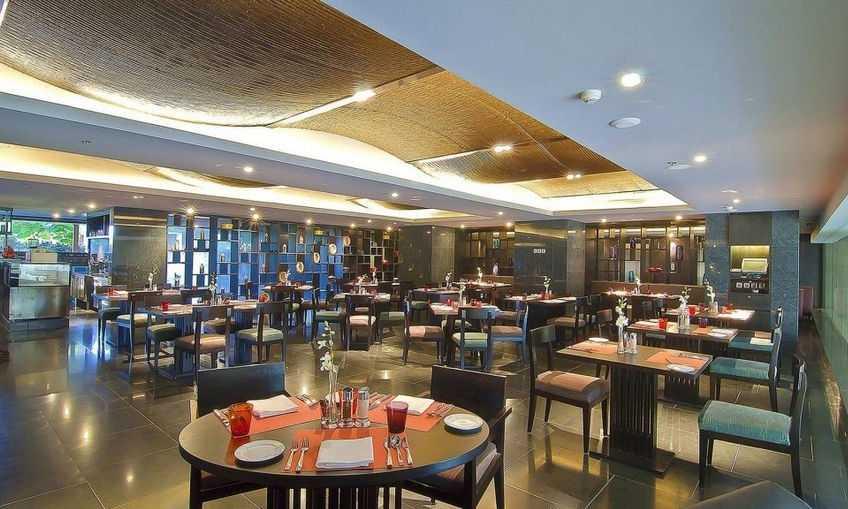 Sky Grill Lounge Bar & Restaurant, Crowne Plaza,Nightlife in Kochi
