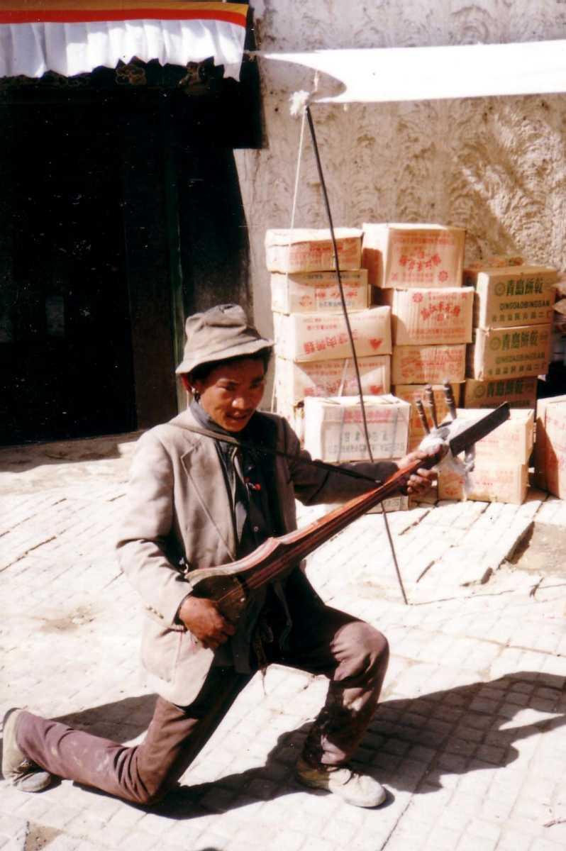 A street musician playing the drangyen